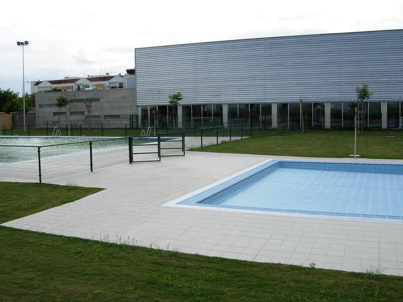 Polideportivo municipal anexo piscina cubierta for Piscina polideportivo